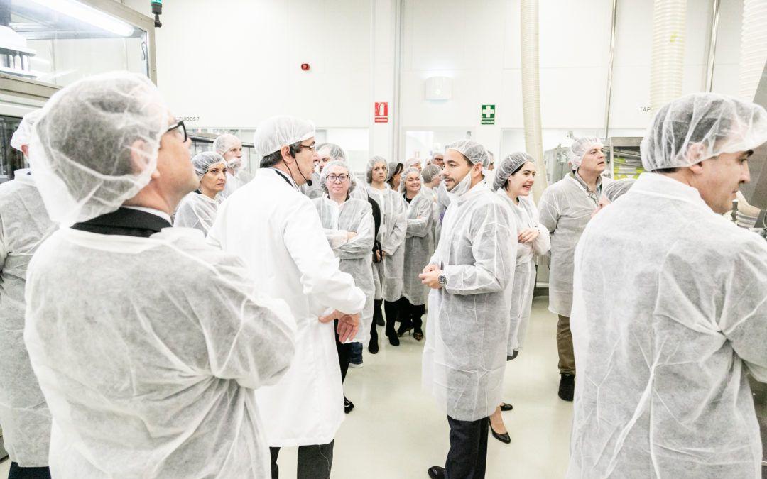 Los socios de AED visitan las instalaciones de RNB Cosméticos, proveedor de Mercadona