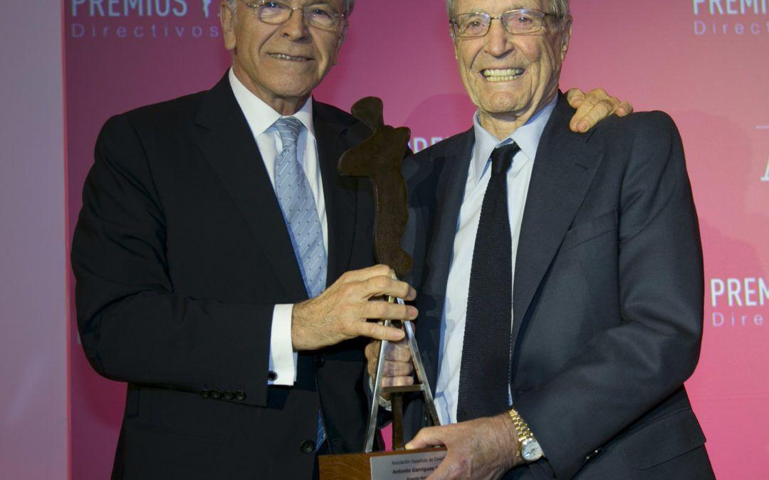 Antonio Garrigues Walker recibe el Premio Honorífico de la AED de manos de Isidro Fainé